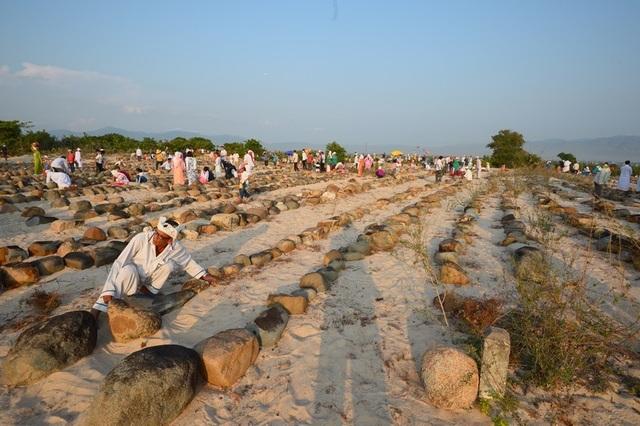Đặc sắc lễ tảo mộ trong ngày hội Ramưwan của người Chăm - 13