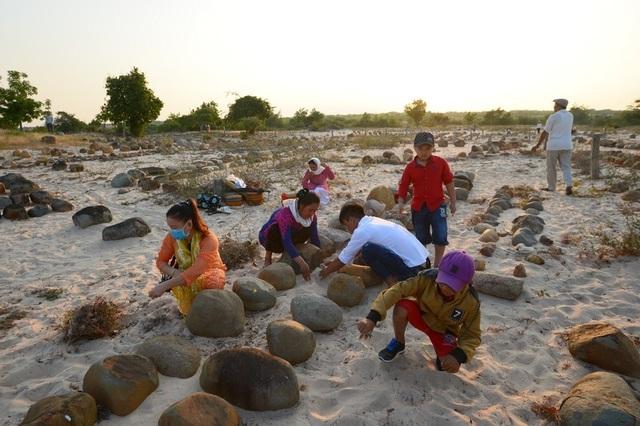 Đặc sắc lễ tảo mộ trong ngày hội Ramưwan của người Chăm - 14