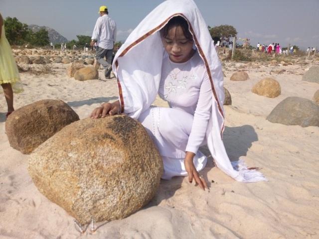 Đặc sắc lễ tảo mộ trong ngày hội Ramưwan của người Chăm - 19