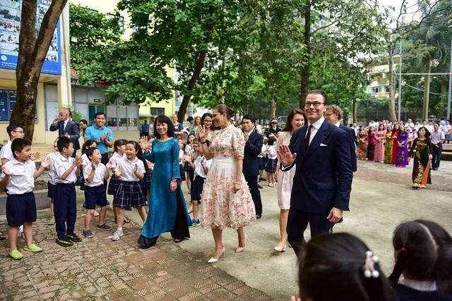 """Công chúa Thụy Điển thăm trường thực nghiệm, cổ vũ """"giấc mơ Nobel"""" của học sinh Việt - 4"""