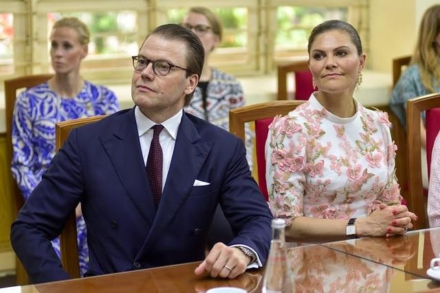 """Công chúa Thụy Điển thăm trường thực nghiệm, cổ vũ """"giấc mơ Nobel"""" của học sinh Việt - 10"""