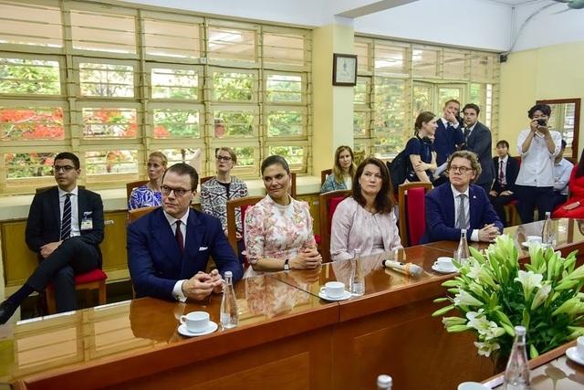 """Công chúa Thụy Điển thăm trường thực nghiệm, cổ vũ """"giấc mơ Nobel"""" của học sinh Việt - 6"""