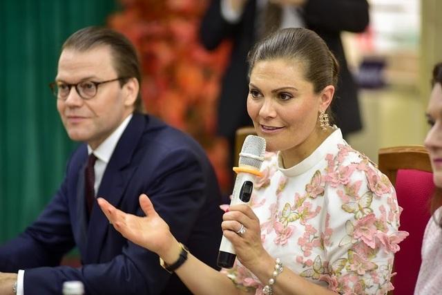 """Công chúa Thụy Điển thăm trường thực nghiệm, cổ vũ """"giấc mơ Nobel"""" của học sinh Việt - 11"""