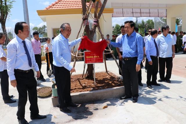 Long An: Phó Thủ tướng Trương Hòa Bình dự khánh thành trường học vùng biên giới - 1