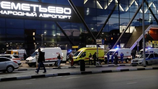 Máy bay chở khách của Nga cháy dữ dội sau khi hạ cánh khẩn cấp, 41 người thiệt mạng - 4