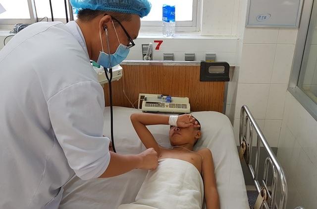 Bé 11 tuổi suýt chết vì vết thương nhỏ ở lòng bàn chân - 2