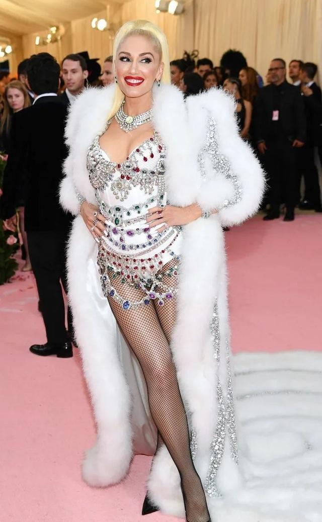 Gwen Stefani trẻ đẹp ngỡ ngàng ở tuổi 50 - 4
