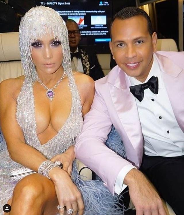 Jennifer Lopez đẹp đôi bên bồ trẻ dự Met gala - 1