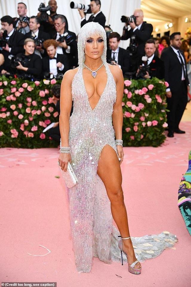Jennifer Lopez đẹp đôi bên bồ trẻ dự Met gala - 3