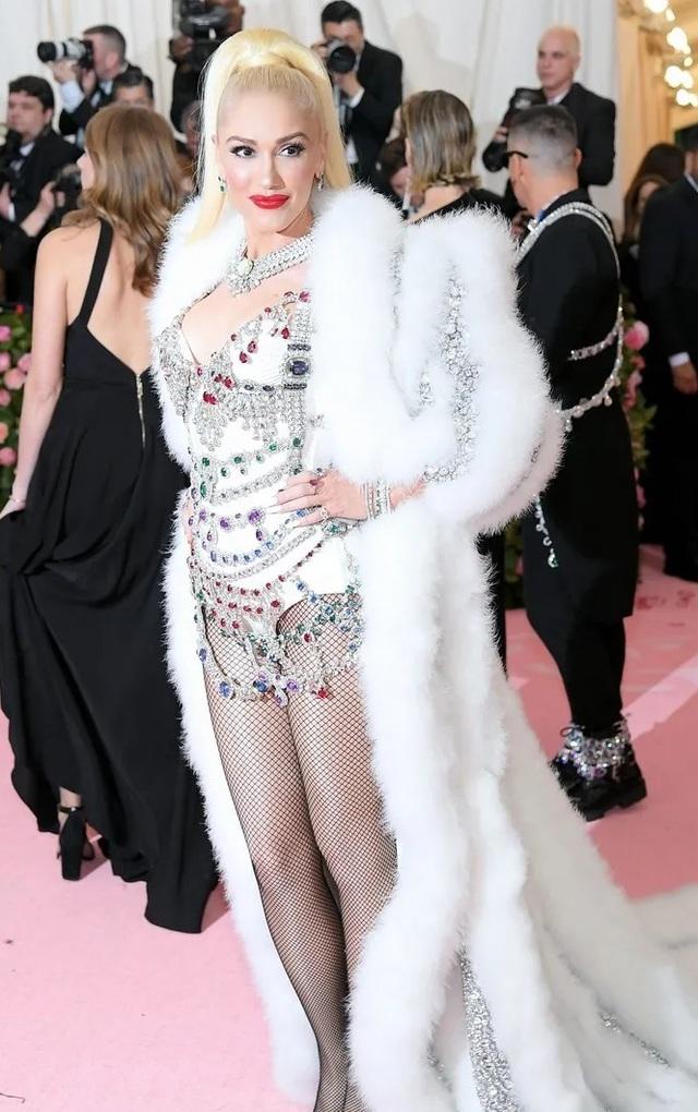 Gwen Stefani trẻ đẹp ngỡ ngàng ở tuổi 50 - 3