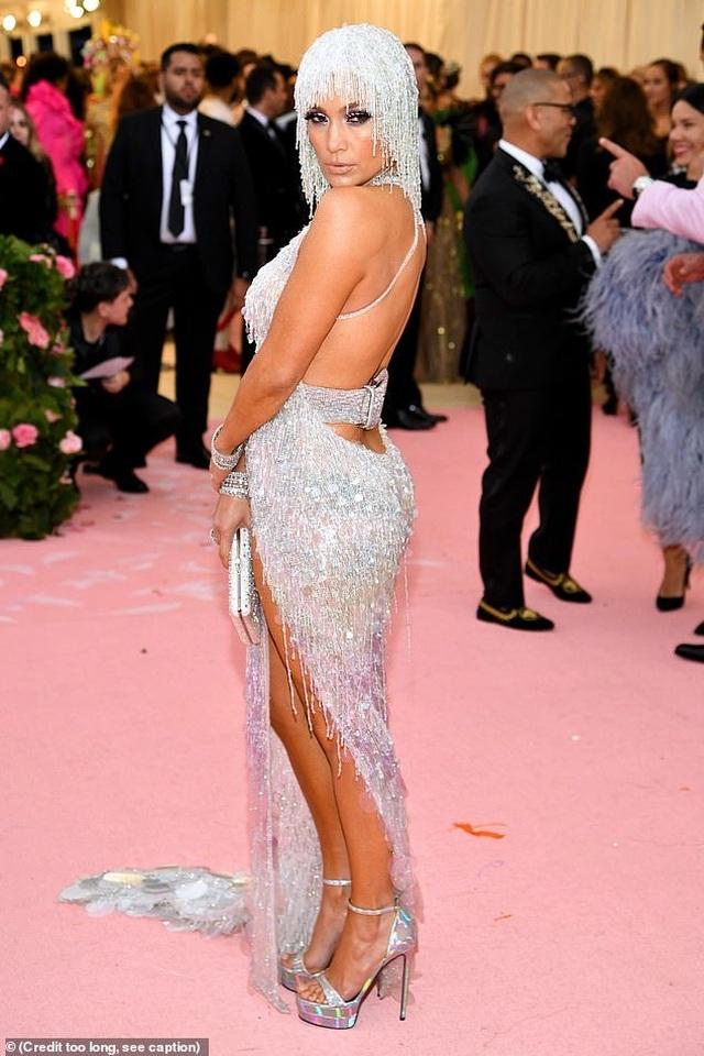 Jennifer Lopez đẹp đôi bên bồ trẻ dự Met gala - 8