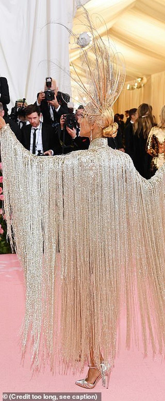 Celine Dion được khen mặc quá bắt mắt - 7
