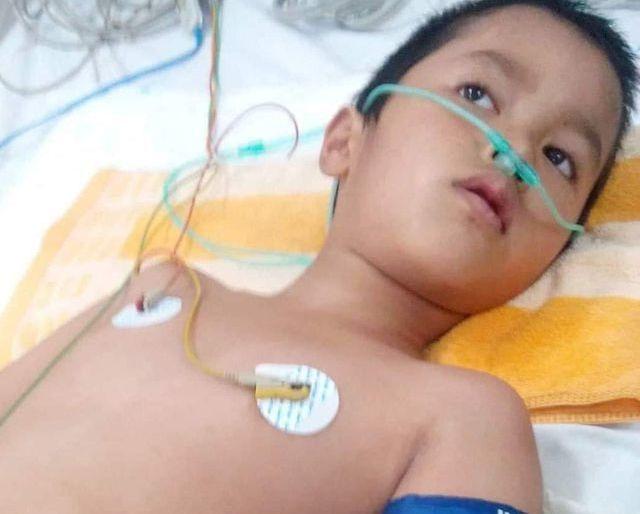 Bé trai có nguy cơ bại liệt đang dần hồi phục được bạn đọc Dân trí giúp đỡ gần 40 triệu đồng - 1