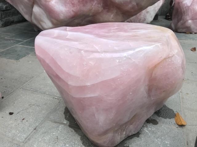 Sững sờ trước vẻ đẹp của bộ bàn ghế đá thạch anh hồng, chỉ đại gia mới dám chơi - 3