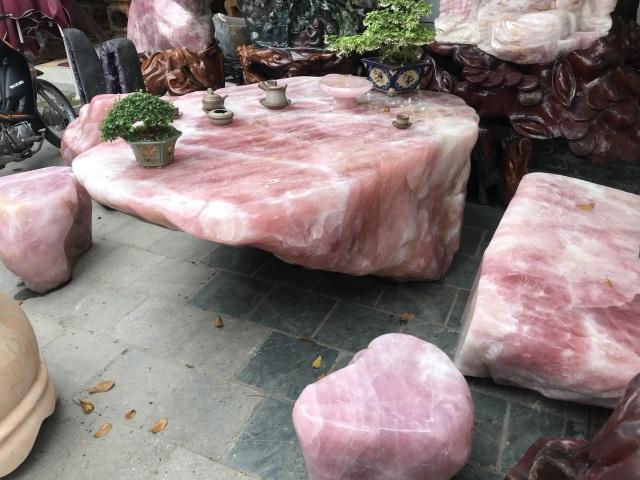 Sững sờ trước vẻ đẹp của bộ bàn ghế đá thạch anh hồng, chỉ đại gia mới dám chơi - 6