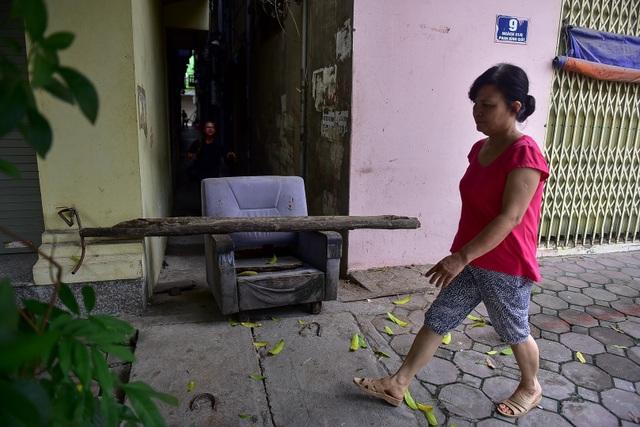 Hà Nội: Dân cư ngõ nhỏ tự dựng barie kiên cố chặn xe máy vì quá ồn - 12