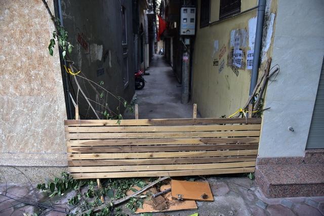 Hà Nội: Dân cư ngõ nhỏ tự dựng barie kiên cố chặn xe máy vì quá ồn - 13