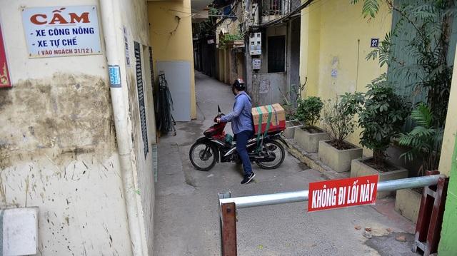 Hà Nội: Dân cư ngõ nhỏ tự dựng barie kiên cố chặn xe máy vì quá ồn - 6