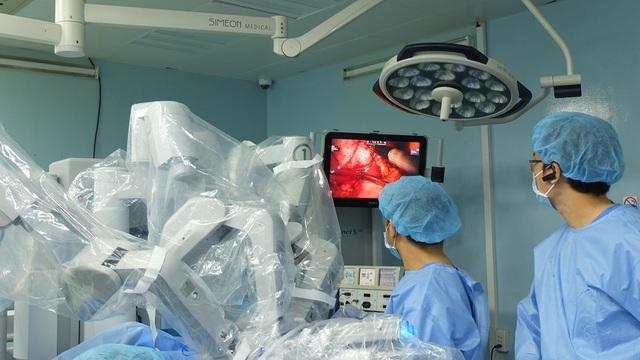 """""""Bác sĩ"""" robot cứu tinh của người bệnh thời công nghệ 4.0 - 5"""