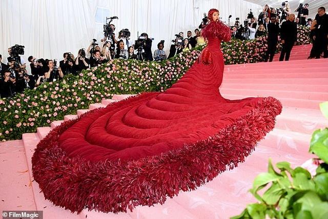 Cardi B gây choáng với váy siêu cầu kỳ - 12