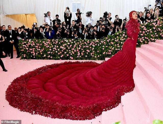 Cardi B gây choáng với váy siêu cầu kỳ - 7