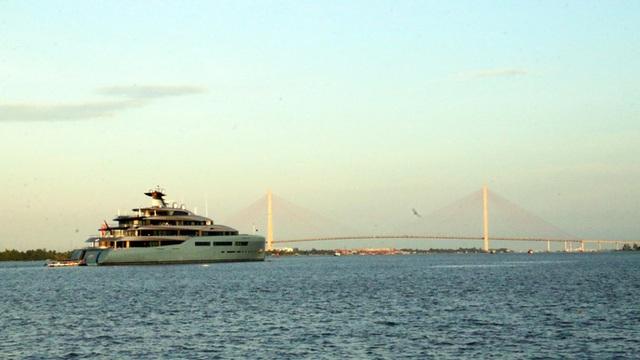 Cận cảnh siêu du thuyền triệu đô lướt sóng trên sông Hậu - 4