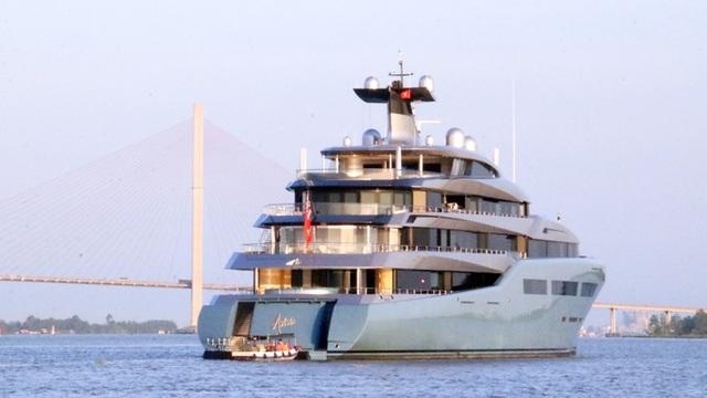 Cận cảnh siêu du thuyền triệu đô lướt sóng trên sông Hậu - 5