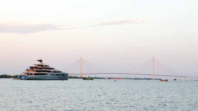 Cận cảnh siêu du thuyền triệu đô lướt sóng trên sông Hậu - 8
