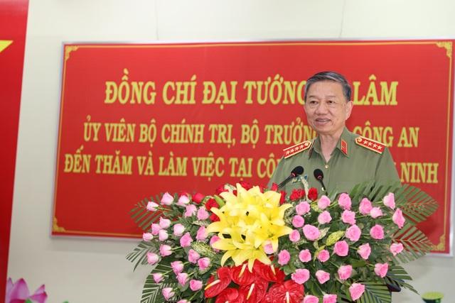 Bộ trưởng Bộ Công an: Tây Ninh cần tập trung đấu tranh với buôn lậu, ma túy - 3