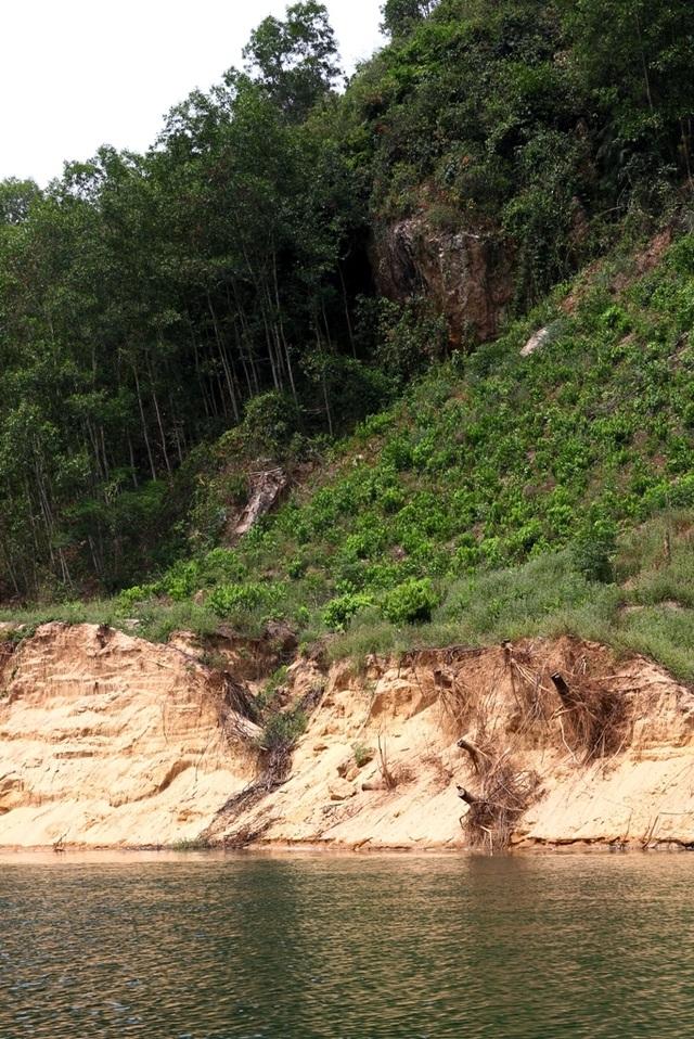 Bi hài cảnh trận địa cọc tre dàn kín mặt sông chống tàu cát tại Thừa Thiên Huế - 9
