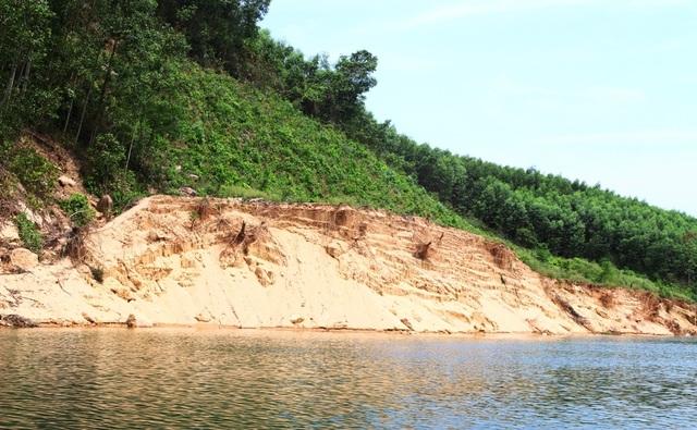 Vụ dân dàn trận địa cọc tre kín mặt sông chống tàu cát: Doanh nghiệp khai thác vượt độ sâu! - 1