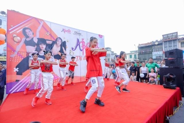 Hàng ngàn người tham dự flashmod Vũ điệu đam mê cùng Moist Diane Việt Nam - 2