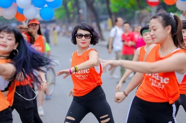 Hàng ngàn người tham dự flashmod Vũ điệu đam mê cùng Moist Diane Việt Nam - 3