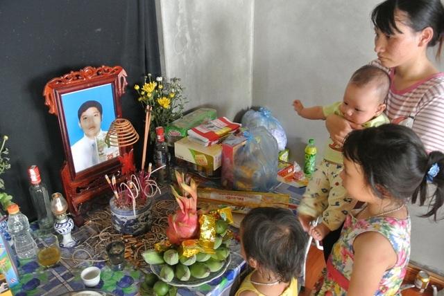 Đi xin sữa cho con, người chồng bị tai nạn tử vong, vợ và 3 con nhỏ bơ vơ - 7