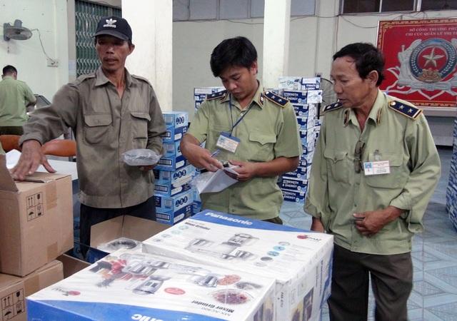 Phú Yên: Bắt giữ một lượng lớn hàng hóa không rõ nguồn gốc - 1