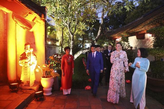 Công chúa Thụy Điển thăm Văn Miếu, ca ngợi tình hữu nghị lâu bền với Việt Nam - 5