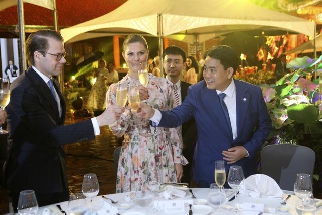 Công chúa Thụy Điển thăm Văn Miếu, ca ngợi tình hữu nghị lâu bền với Việt Nam - 9