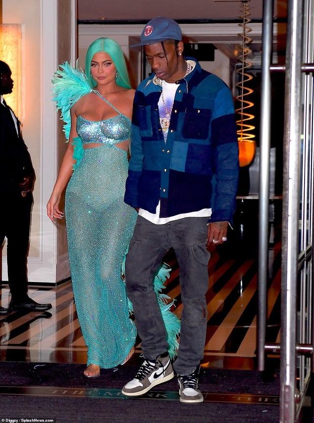 Choáng váng với váy bó nghẹt thở của Kim Kardashian - 15