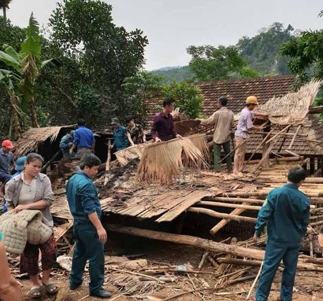 Hàng chục ngôi nhà đổ sập, hư hỏng nặng sau trận lốc xoáy - 1