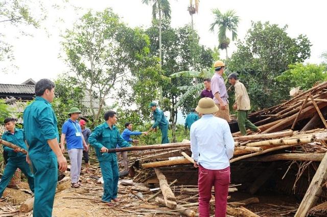 Hàng chục ngôi nhà đổ sập, hư hỏng nặng sau trận lốc xoáy - 2