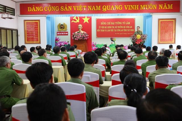 Bộ trưởng Bộ Công an: Tây Ninh cần tập trung đấu tranh với buôn lậu, ma túy - 2
