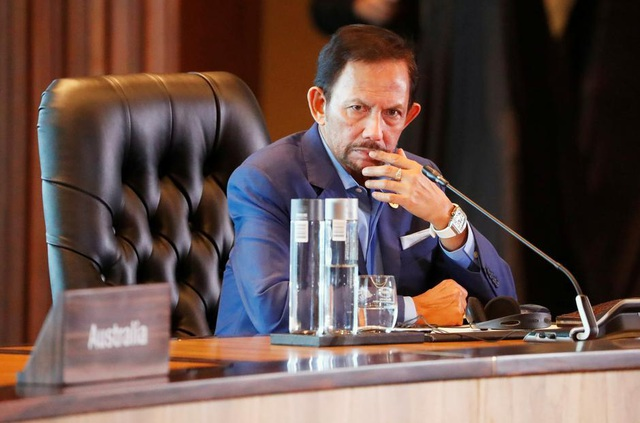 Brunei hoãn luật tử hình người quan hệ đồng giới bằng ném đá - 1