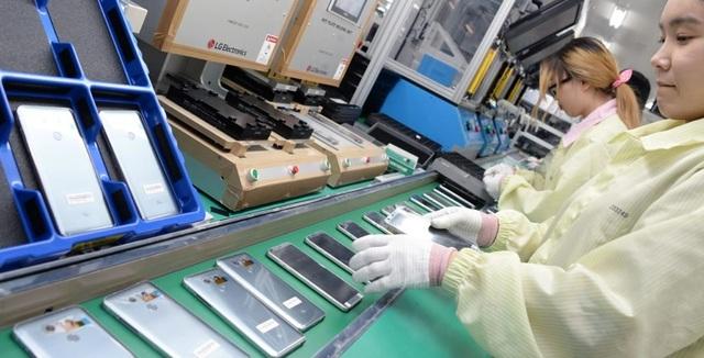 Samsung, LG sắp ngừng sản xuất smartphone nội địa, chuyển sang Việt Nam? - 1
