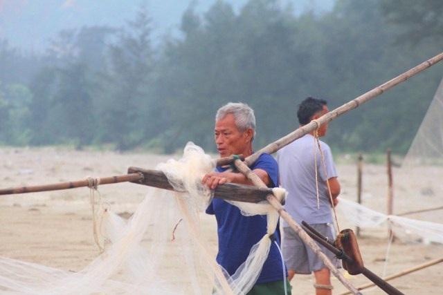 Săn lộc biển với ngư cụ tự chế, ngư dân bỏ túi tiền triệu mỗi ngày - 3