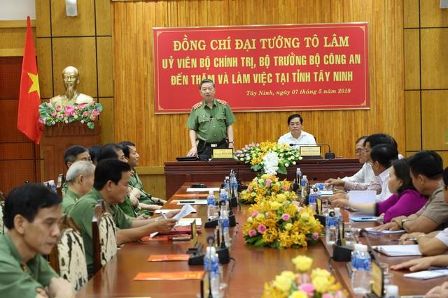 Bộ trưởng Bộ Công an: Tây Ninh cần tập trung đấu tranh với buôn lậu, ma túy - 1