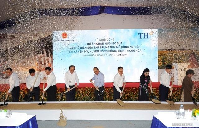 Thủ tướng Chính phủ dự lễ khởi công cụm trang trại bò sữa 3.800 tỷ đồng - 1