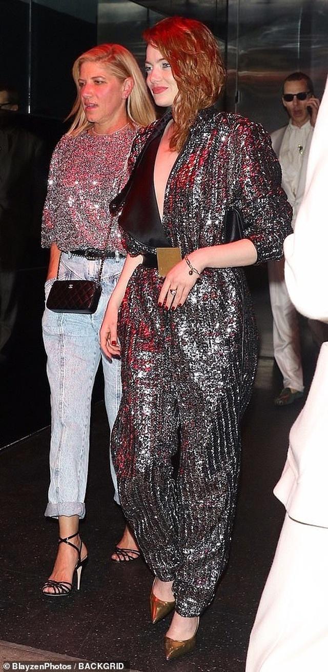 Priyanka Chopra vui vẻ dự tiệc cùng chồng kém 10 tuổi - 18