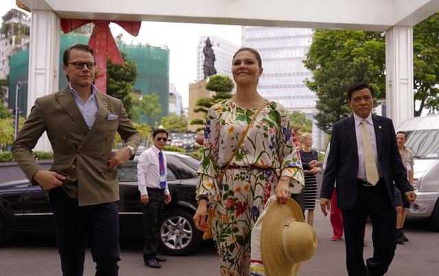 Công chúa Thụy Điển lướt ca nô du ngoạn sông Sài Gòn - 1
