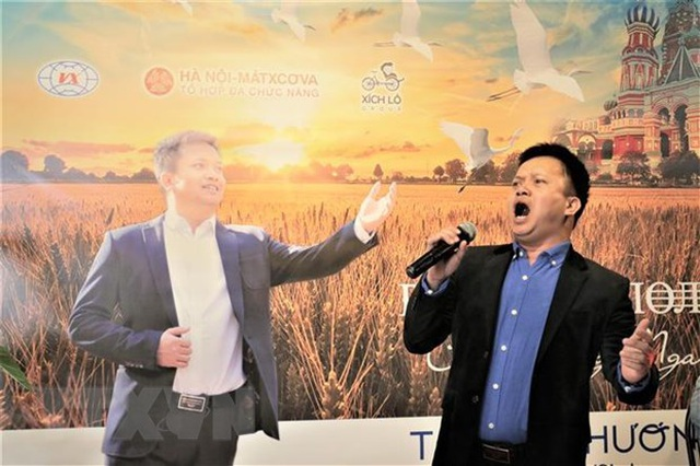 Cánh đồng Nga - Album đầu tay của ca sỹ Việt say đắm vẻ đẹp nước Nga - 2