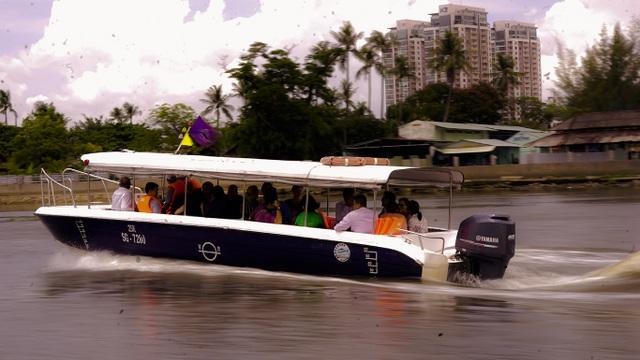 Công chúa Thụy Điển lướt ca nô du ngoạn sông Sài Gòn - 10